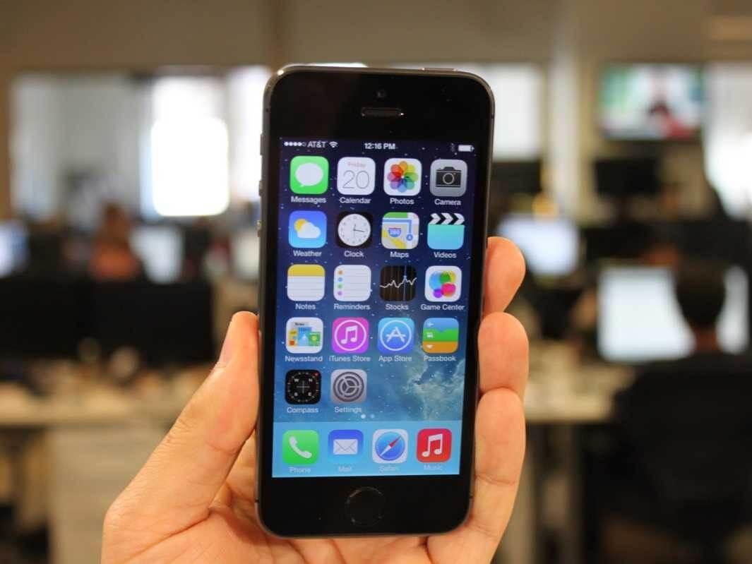 Make a call – wymiksuj się ze spotkania udając, że masz pilny telefon.