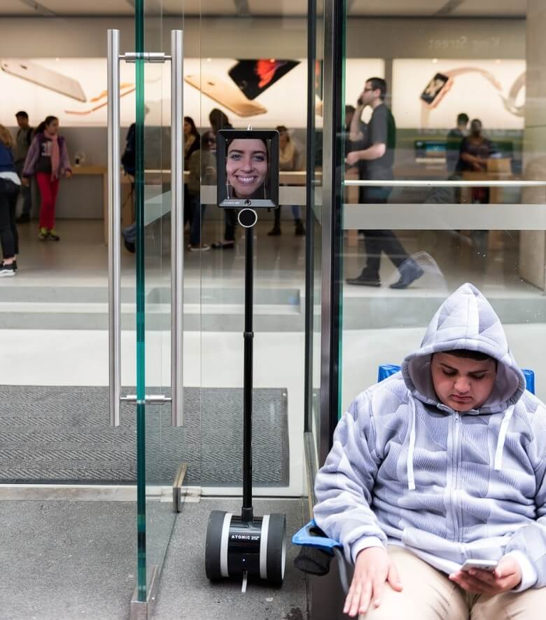 Roboty w kolejce po nowego iPhone'a 6S / 6S Plus.
