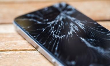 Wyświetlacze w iPhone'ach opłaca się naprawiać już tylko w autoryzowanych serwisach Apple.